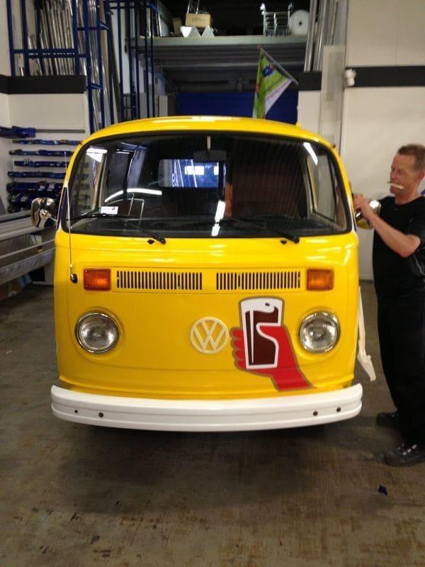 Volkswagen T2 Busje met Gele Chocomel Wrap, Carwrapping door Wrapmyride.nu Foto-nr:7342, ©2021