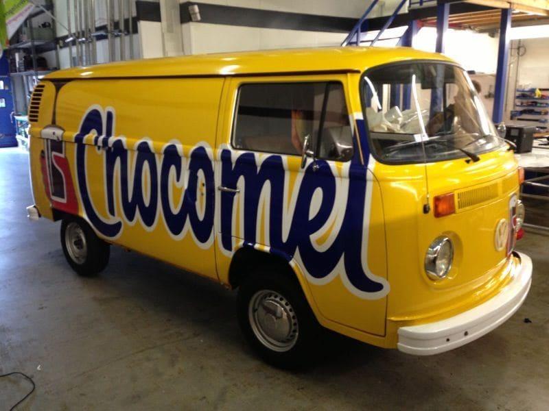Volkswagen T2 Busje met Gele Chocomel Wrap, Carwrapping door Wrapmyride.nu Foto-nr:7346, ©2021