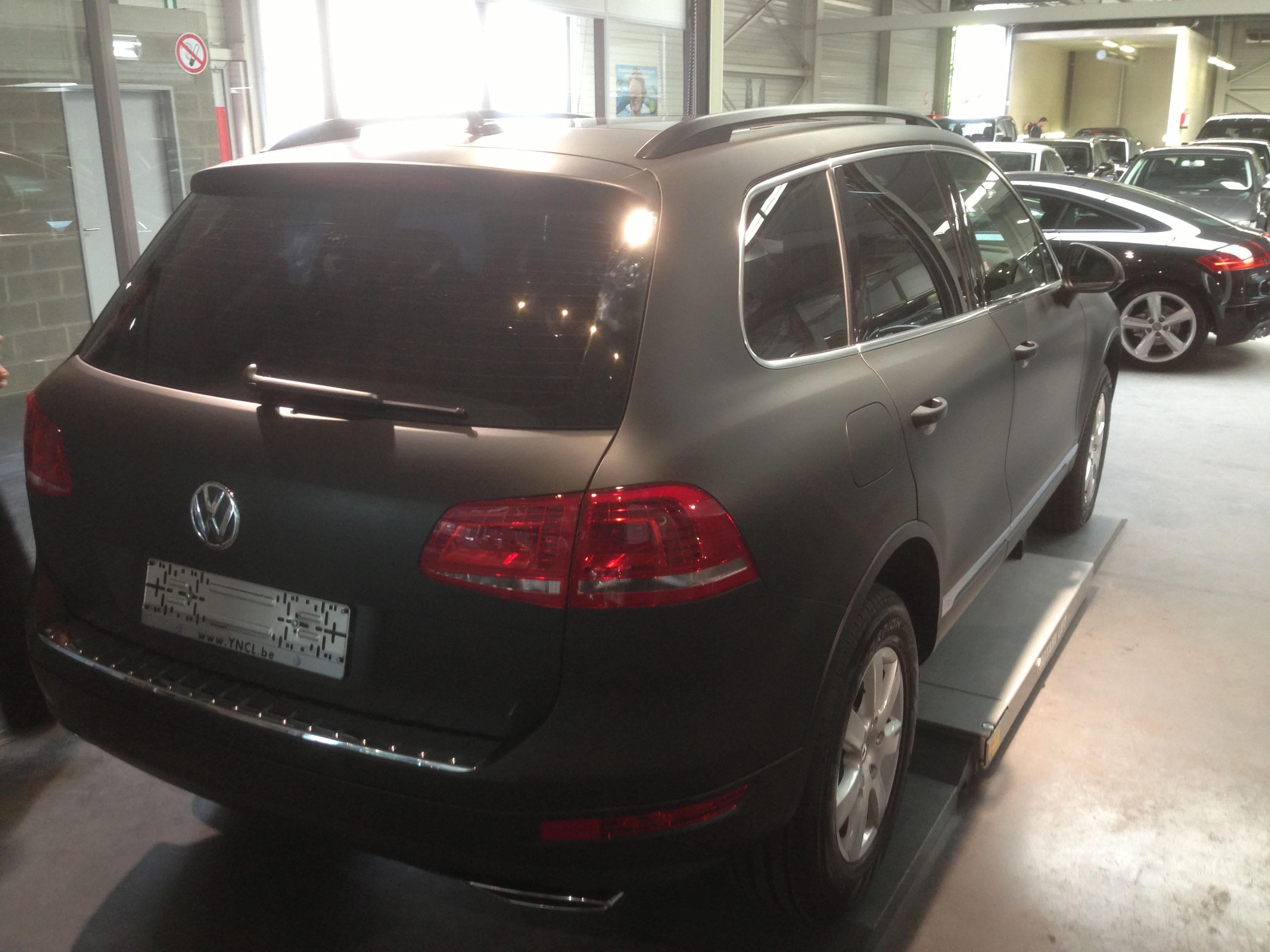 Volkswagen Touareg met een Mat Zwarte Wrap, Carwrapping door Wrapmyride.nu Foto-nr:7400, ©2020
