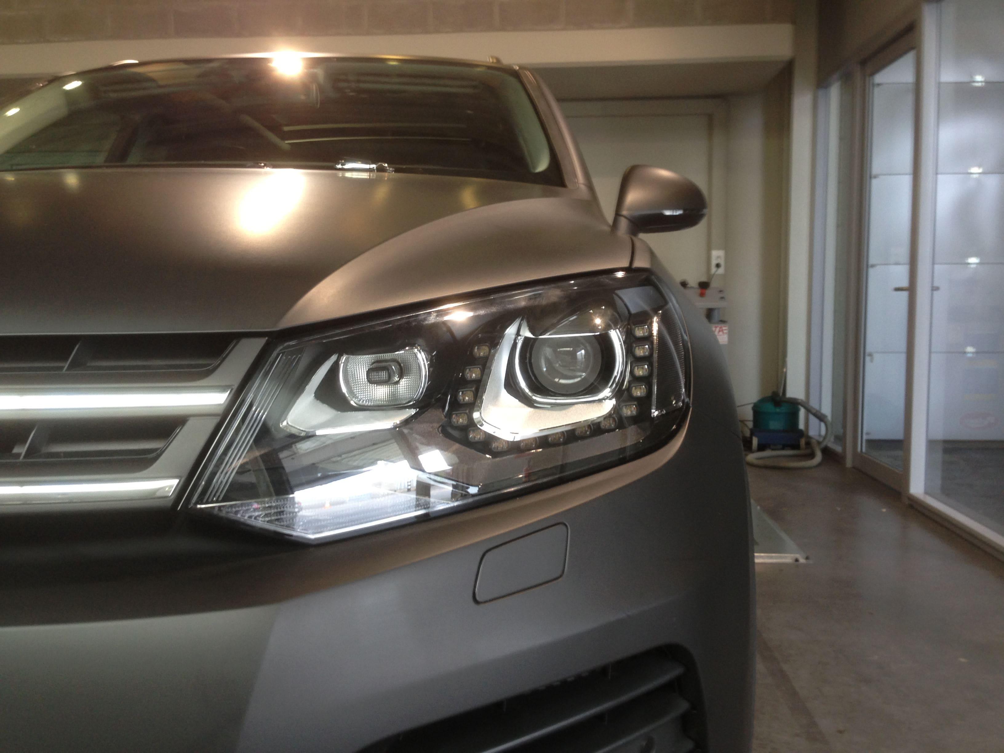 Volkswagen Touareg met een Mat Zwarte Wrap, Carwrapping door Wrapmyride.nu Foto-nr:7404, ©2020