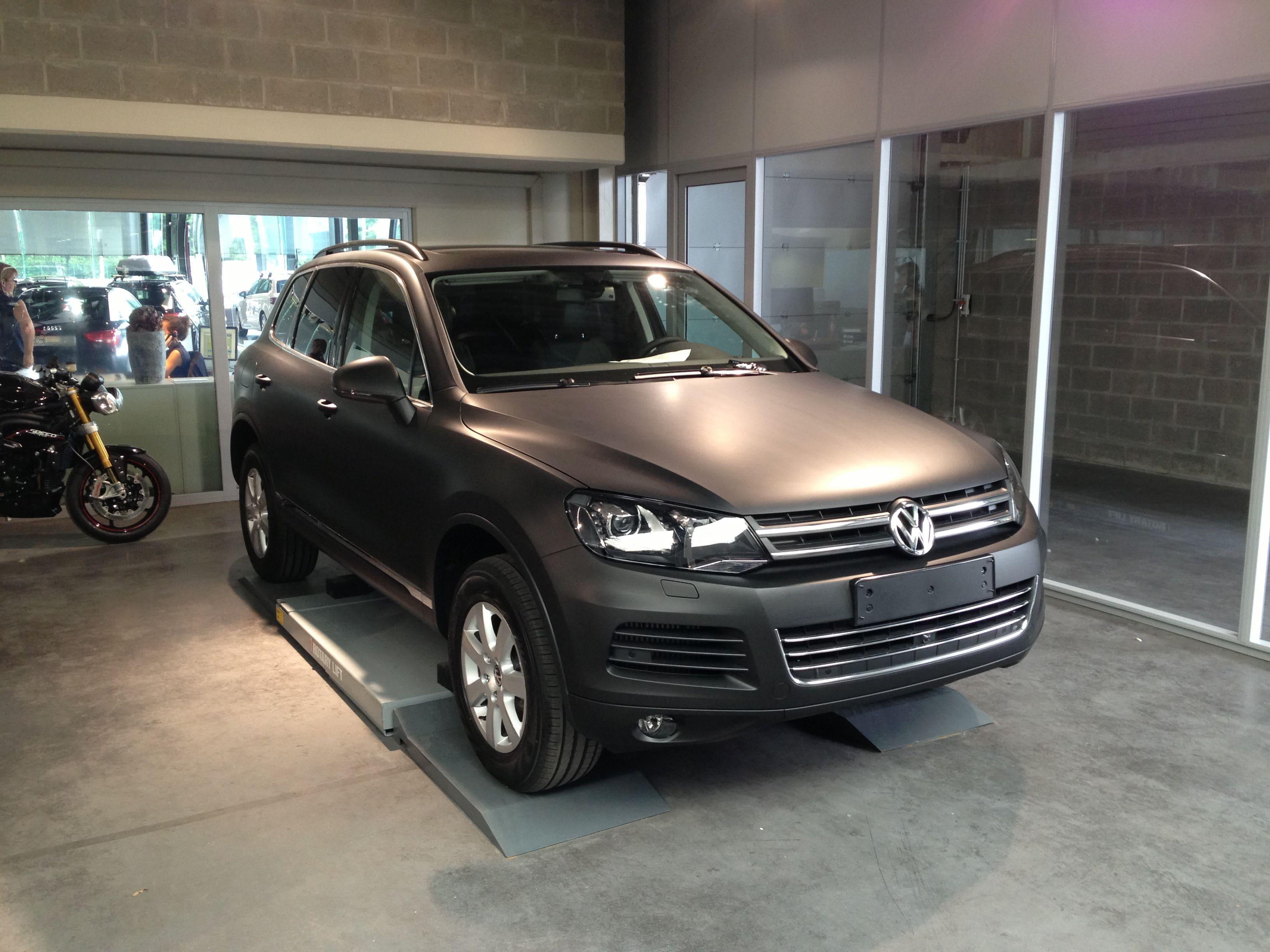 Volkswagen Touareg met een Mat Zwarte Wrap, Carwrapping door Wrapmyride.nu Foto-nr:7406, ©2020