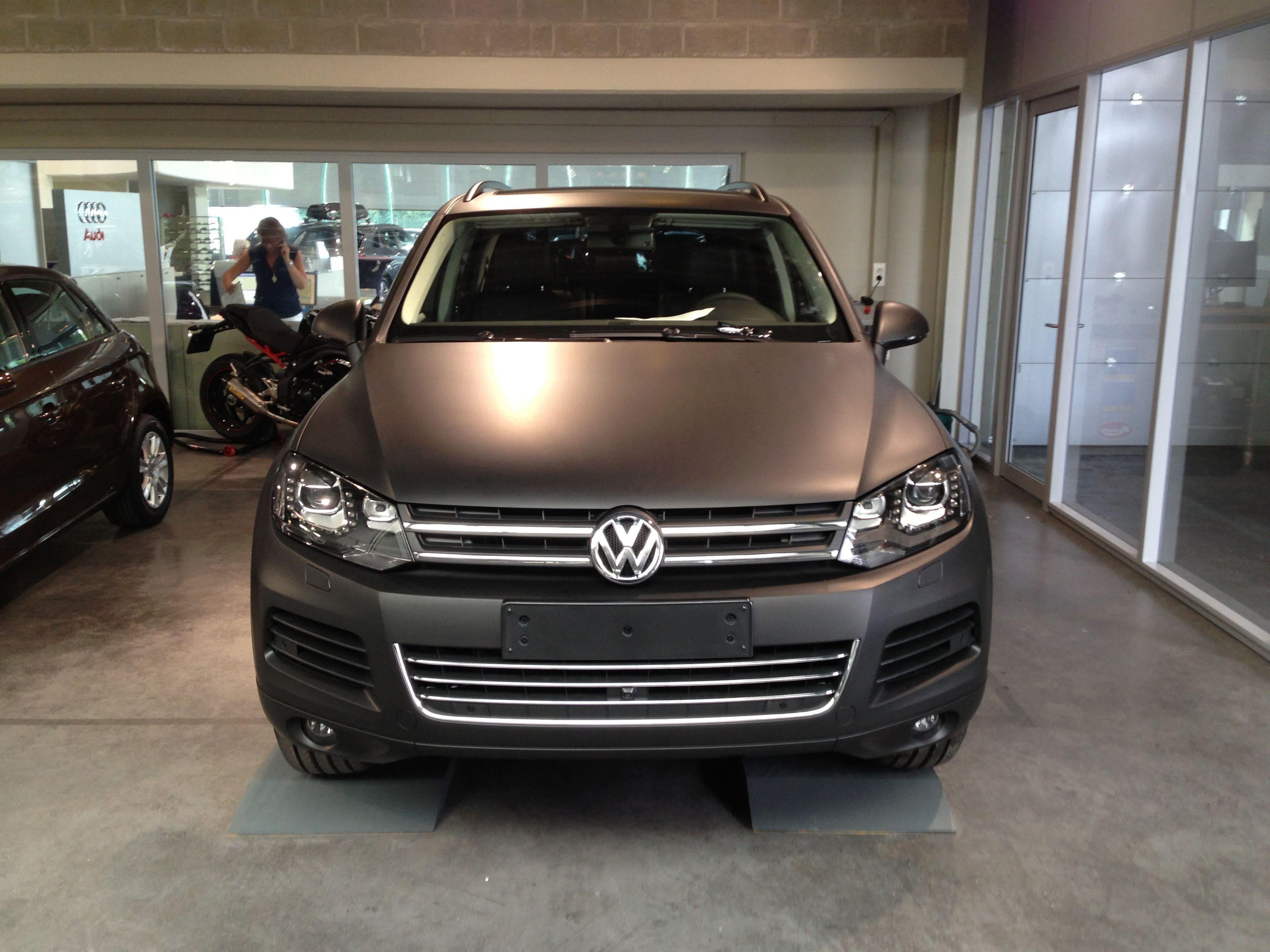 Volkswagen Touareg met een Mat Zwarte Wrap, Carwrapping door Wrapmyride.nu Foto-nr:7410, ©2020