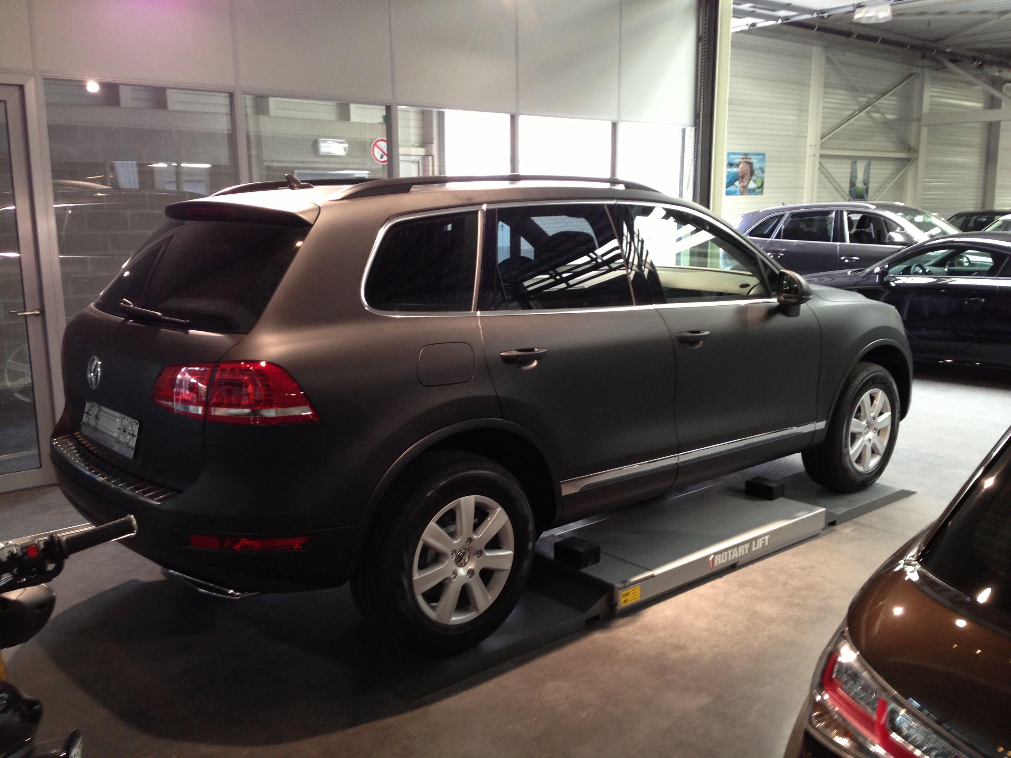 Volkswagen Touareg met een Mat Zwarte Wrap, Carwrapping door Wrapmyride.nu Foto-nr:7411, ©2020