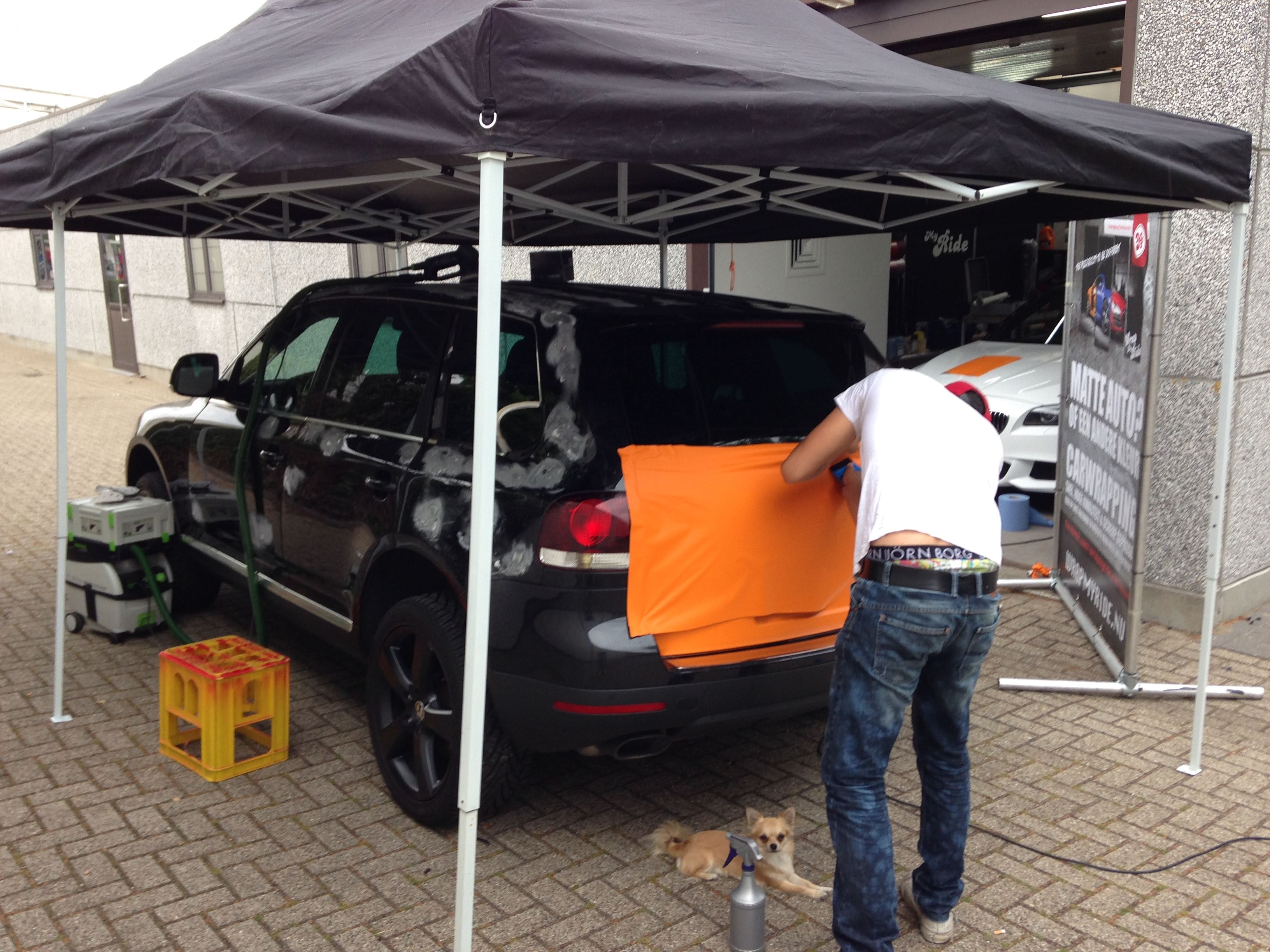 Volkswagen Touareg met Mat Oranje Wrap, Carwrapping door Wrapmyride.nu Foto-nr:7378, ©2020