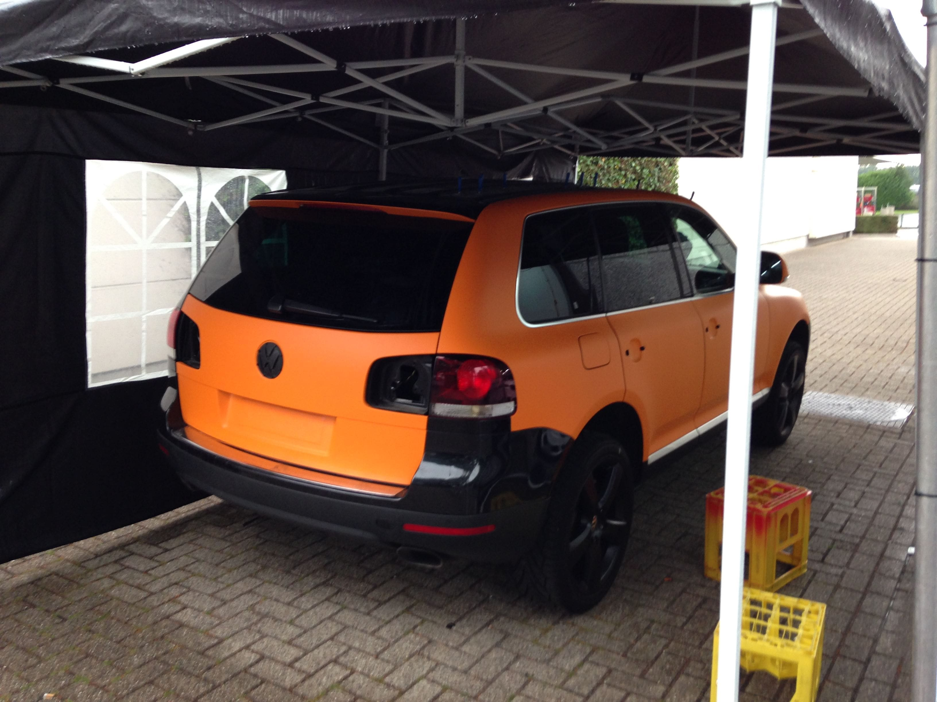 Volkswagen Touareg met Mat Oranje Wrap, Carwrapping door Wrapmyride.nu Foto-nr:7382, ©2020