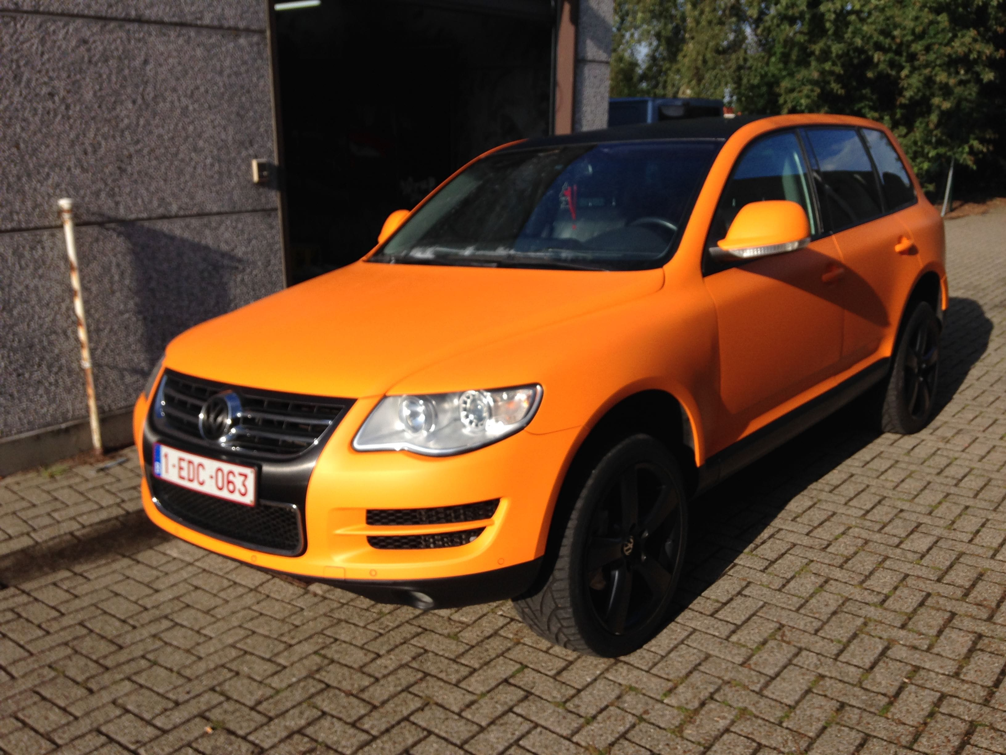 Volkswagen Touareg met Mat Oranje Wrap, Carwrapping door Wrapmyride.nu Foto-nr:7392, ©2021