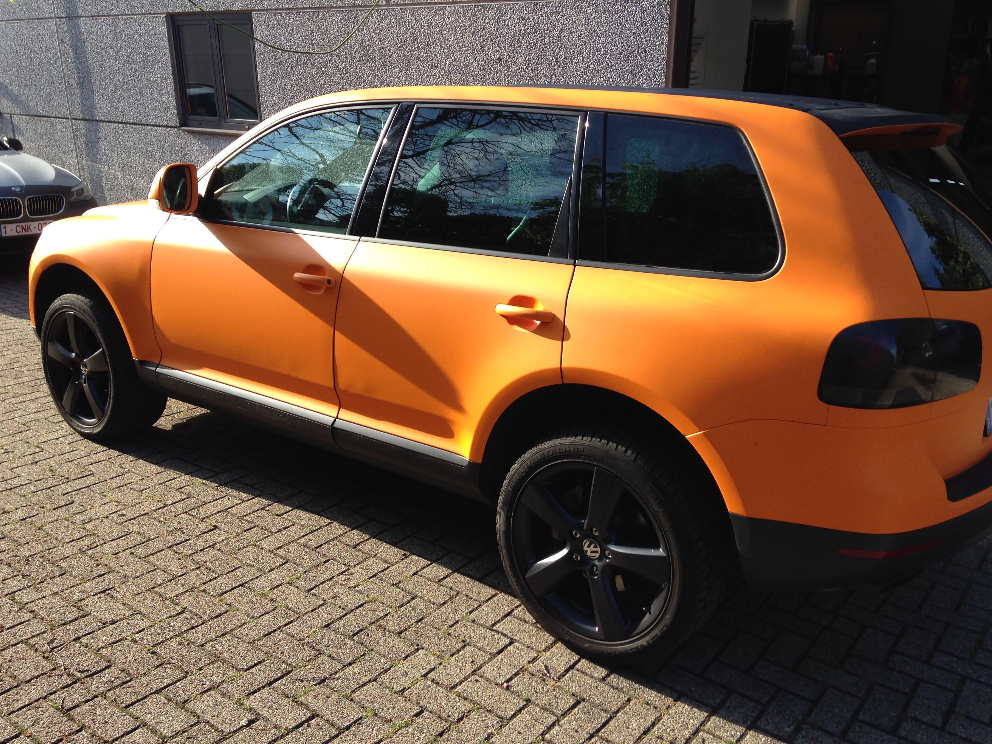 Volkswagen Touareg met Mat Oranje Wrap, Carwrapping door Wrapmyride.nu Foto-nr:7393, ©2020