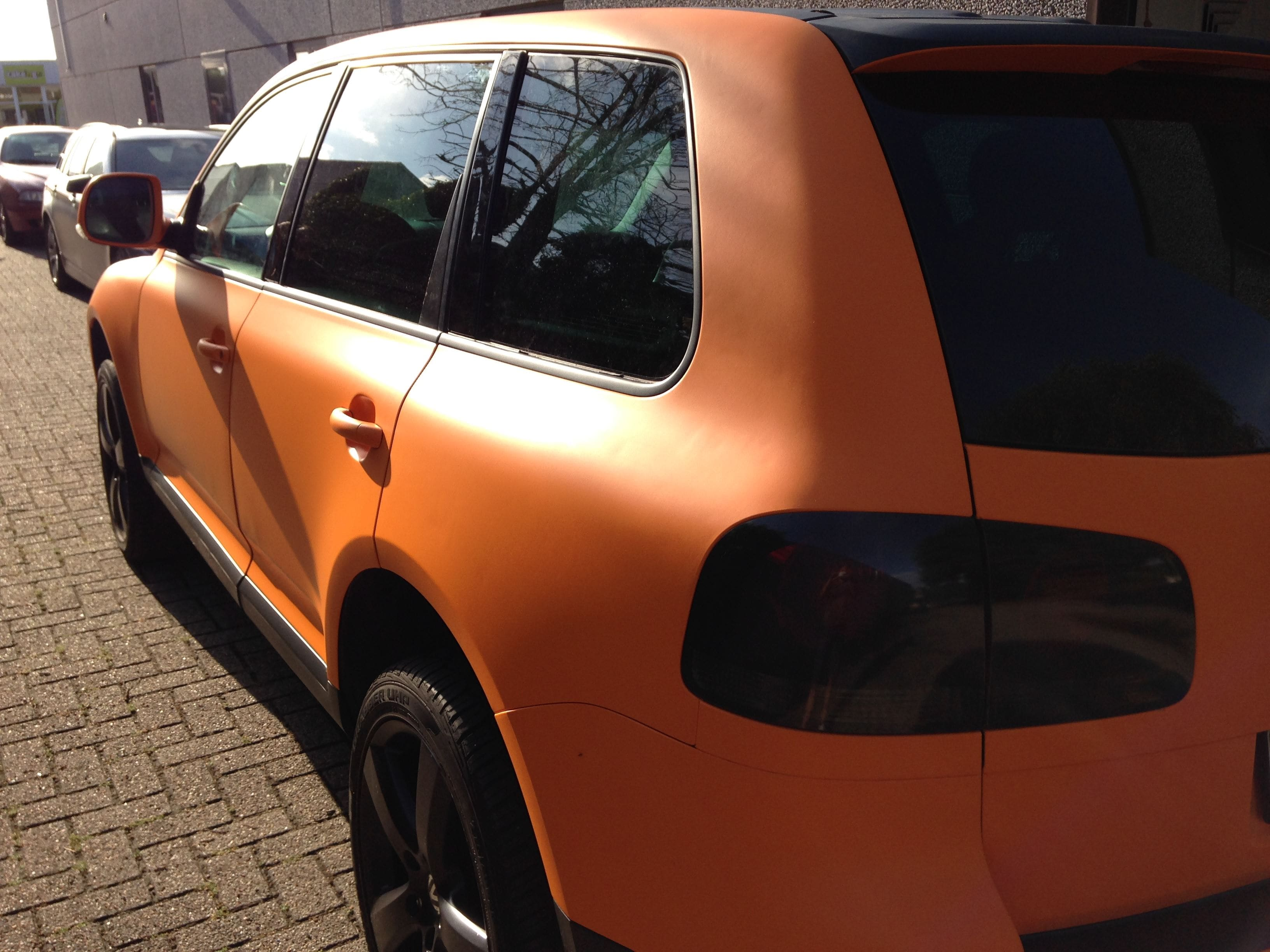 Volkswagen Touareg met Mat Oranje Wrap, Carwrapping door Wrapmyride.nu Foto-nr:7395, ©2020