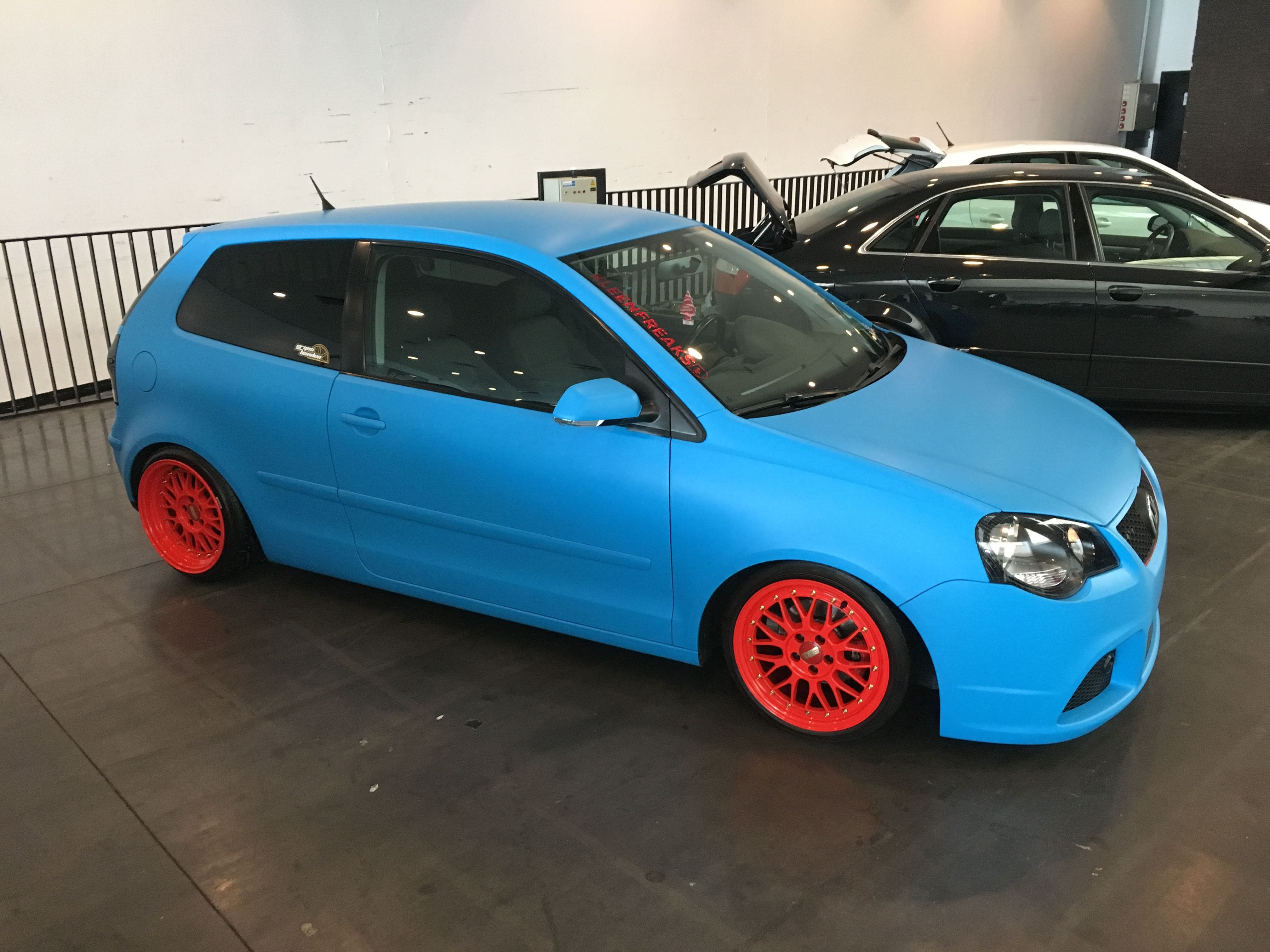 VW polo matte bleu, Carwrapping door Wrapmyride.nu Foto-nr:9182, ©2020